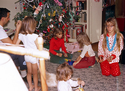 1965 or 1966 (to verif)y Tree and some gifts