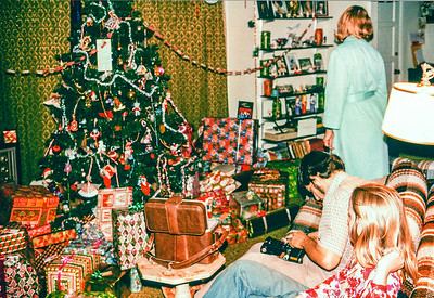 1977 Tree and gifts