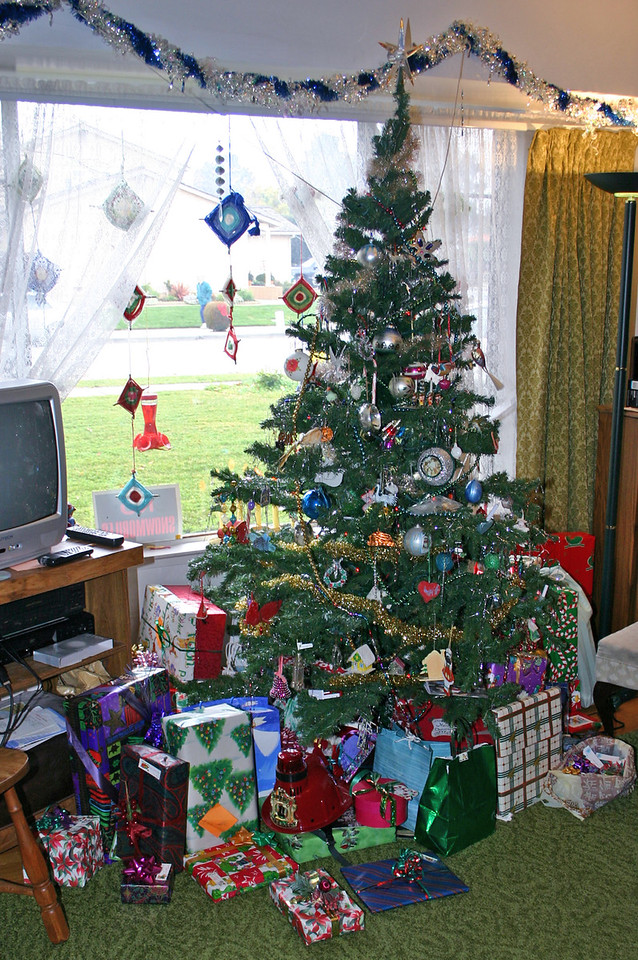 2006 tree and gifts