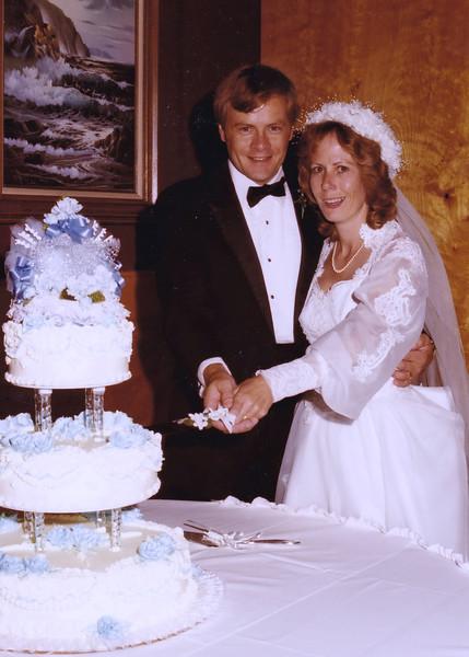 Cutting the cake. John Donaldson; Nancy Rawlings Donaldson