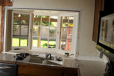 Kitchen bay window. Now you see it...