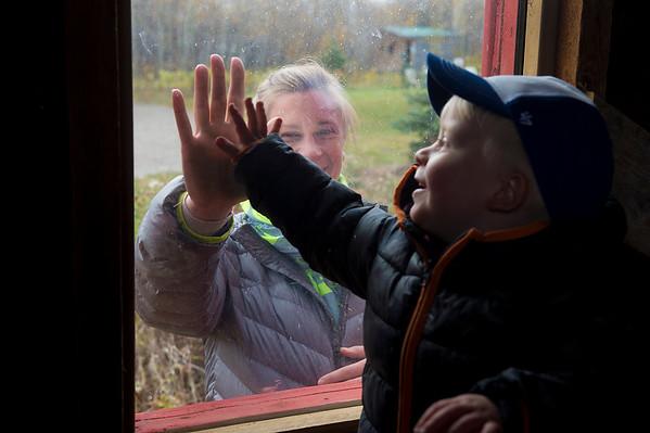 DSC_4803e Finn Window High Five