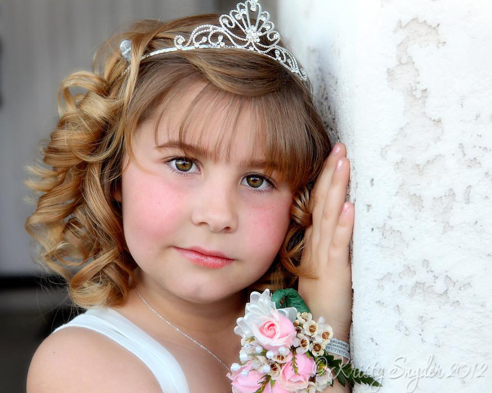 IMAGE: http://ksnyderphoto.smugmug.com/Family/2012-February/i-h7722HL/0/XL/IMG8439-2-16x20-copy-XL.jpg