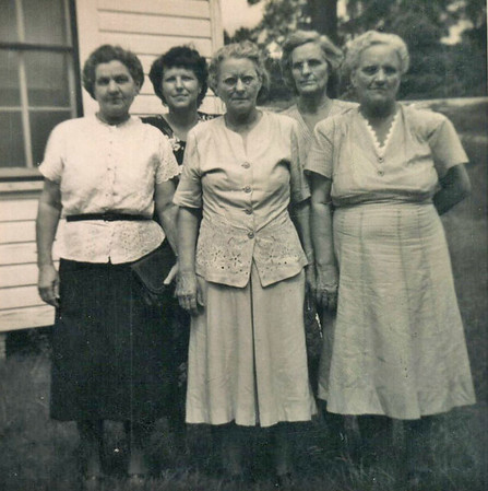 Haire sisters, Jewell in the front middle