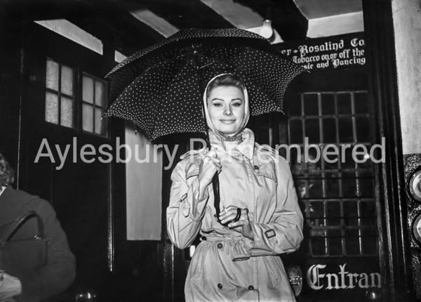 Sophia Loren outside Bull's Head Hotel, Dec 7 1957