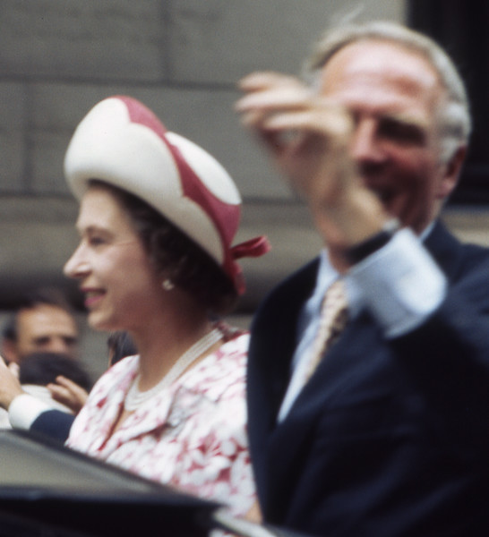 Queen Elizabeth and Boston Mayor Kevin White