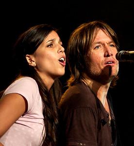 Keith Urban and Jennifer Barletta - photo by audience fan