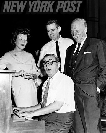 Irving Berlin is tickling the ivories with his pals and contemporaries. 1962