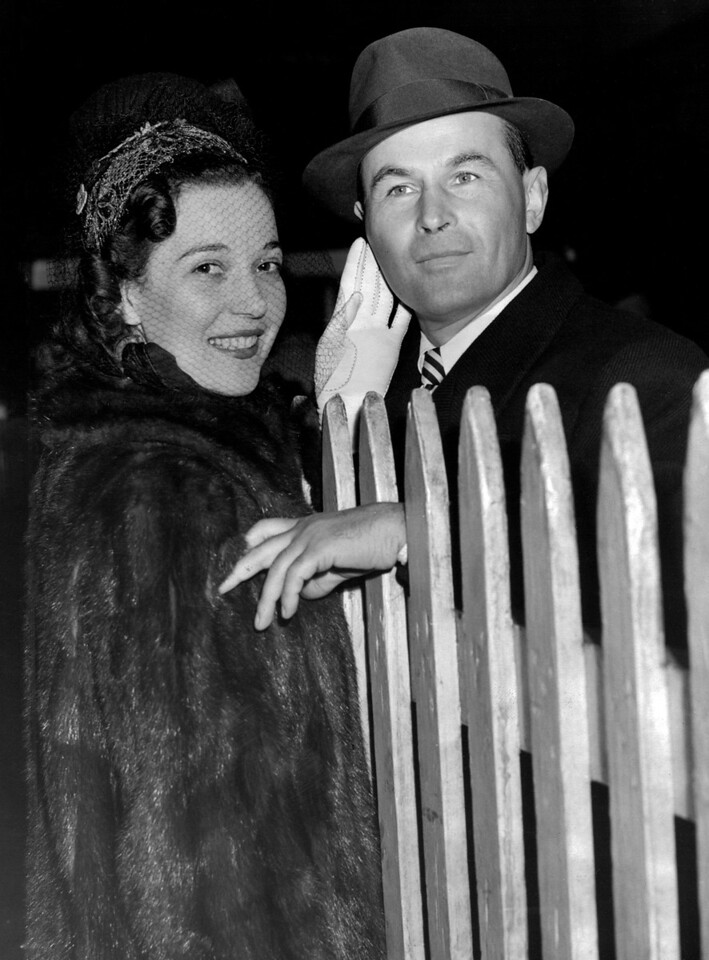 Jan Kiepura, Polish tenor, is greeted by wife, Marta Eggerth when he arrived to NYC on the SS America. 1940