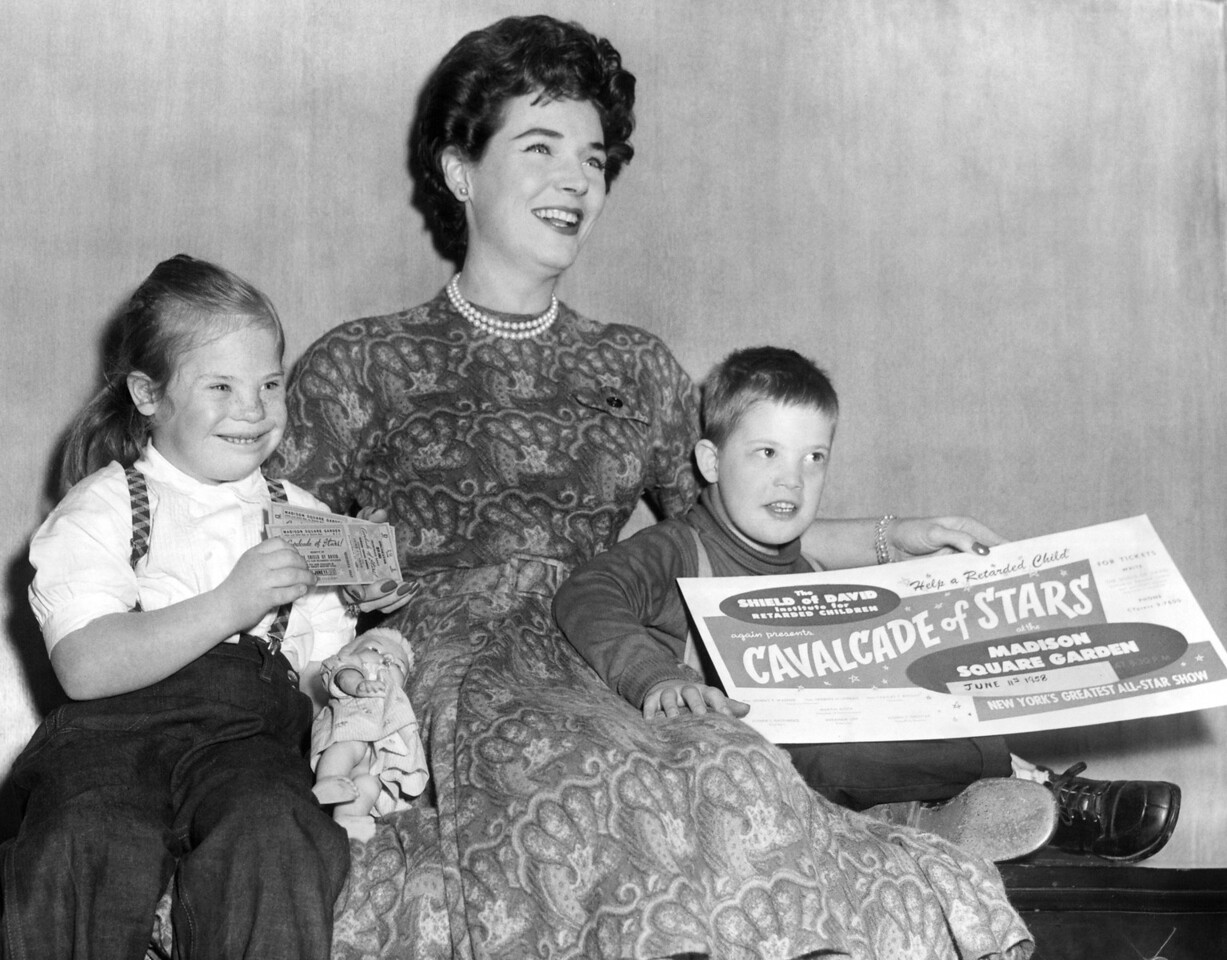 Polly Bergen at the Shield Of David Institute to purchase tickets to the Cavalcade of Stars benefit for mentally challenged youngsters. 1958