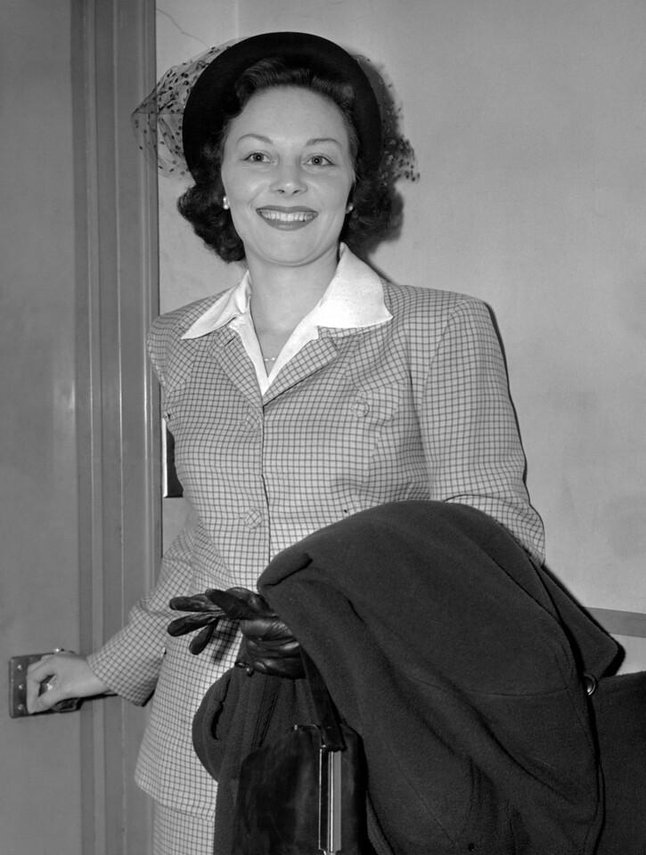 Dorris Furst leaves criminal court. 1951