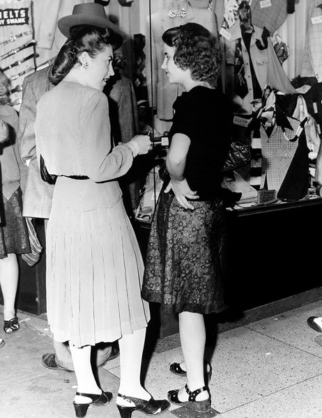 Police woman Katherine Bergin interviews a young lady. 1945