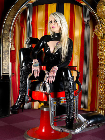 Lizzi looking stunning in a black latex catsuit