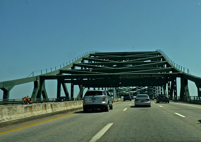 This bridge takes me from New  Hampshire to Maine.