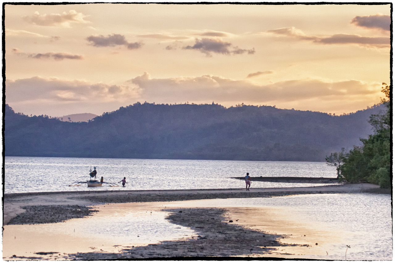 Encounter on the shore