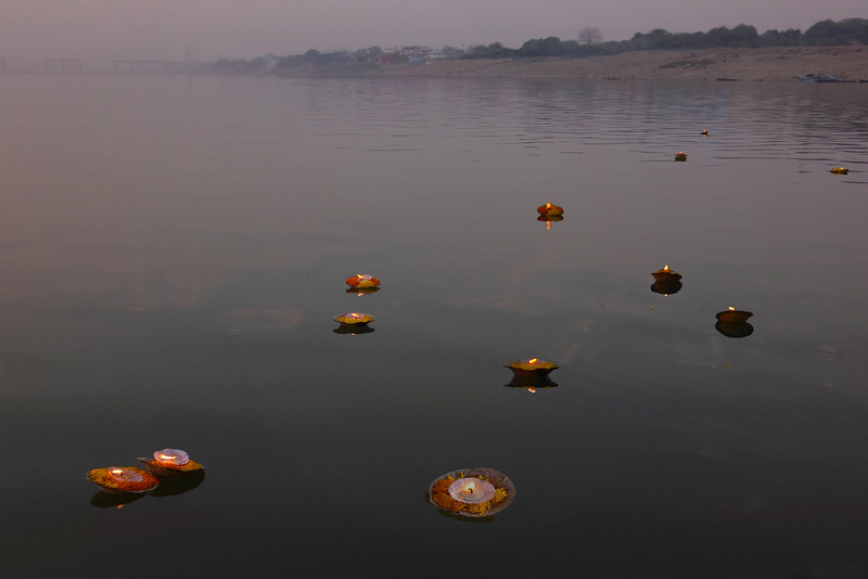 Remembrance offerings  on the Ganges