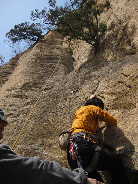 xue climb,  her husband xiaorui belaying