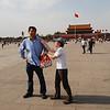 本来要照我爱北京天安门标准照,结果被搞成这个样子