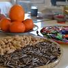 春节摆盘,从我很小的时候就是这样,不知道盘子是不是比我还大