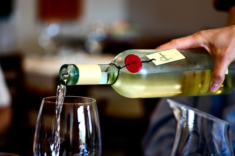 Gagliardo Fallegro Favorita. (Wine being poured into wine glass.)