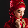 Fotograf: Zafar Iqbal <br /> Model: Katayoun Hagverdi <br /> Make-up: Shahbanoo Rahimi <br /> Tørklædestylist: Stylist Özlem K <br /> Tøj: Amtulz Designers' Lounge