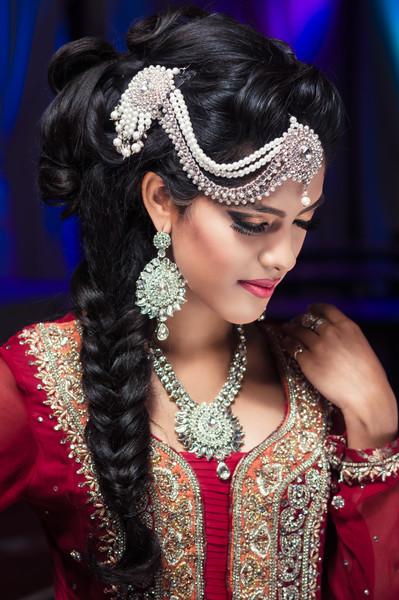 "Model: Divya <br /> Make-up & hår: Tasveer's Art of Makeup <br /> Tøj: Jafri Tasveer <br /> Smykker: Mahi's Choice <br /> Fotograf: Zafar Iqbal,  <a href=""http://www.zafariqbal.dk"">http://www.zafariqbal.dk</a>"