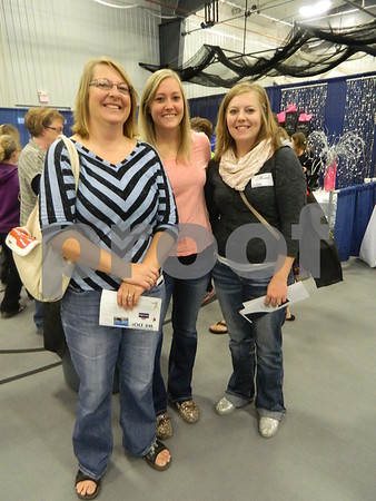 Left to right: Beth Goodwin, Katlin Jurries, and Kellina Goodwin (Bride)