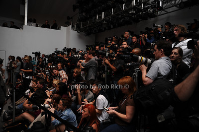 photographer pit photo by Rob Rich © 2010 robwayne1@aol.com 516-676-3939