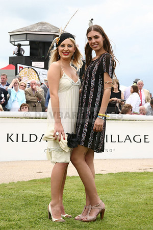 Carla Mooney winner of the Kildare Village Most Stylish Lady competition at the Curragh with judge Amber Le Bon (June 2009)