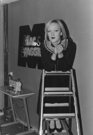 Gerda Flier in het filiaal in Dordrecht in 1977