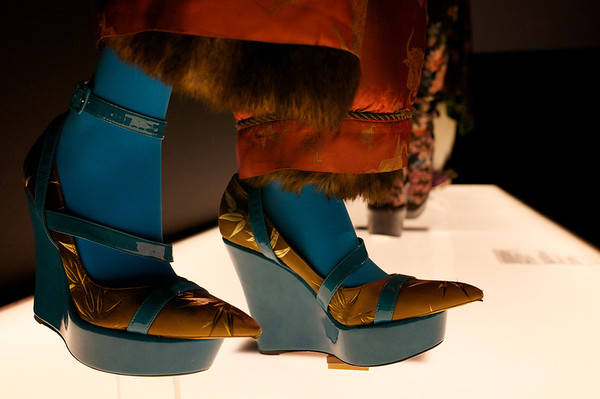 Love love love these wedges - reminds me of something Bjork would wear