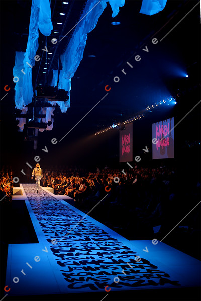 2009 LMFF / Paris Runway 1 / closing