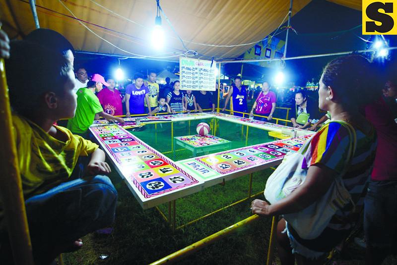Traditional Perya Games at the Kasadya sa SRP (Photo by Allan Defensor of Sun.Star Cebu)