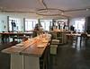 De nissen van restaurant As zijn super om de etalagefiguren in te plaatsen