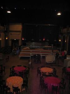 Grotere zaal vanaf het podium gezien