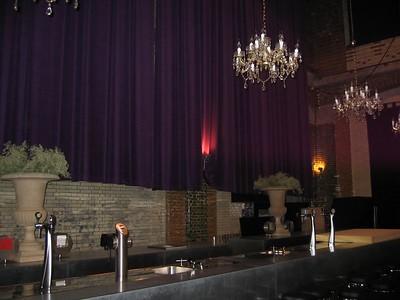 De bar in de grotere zaal