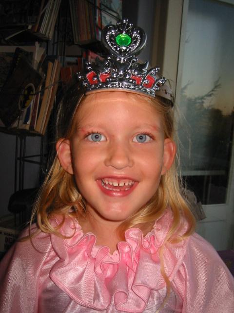Prachtige foto van dochter Mo met kroon