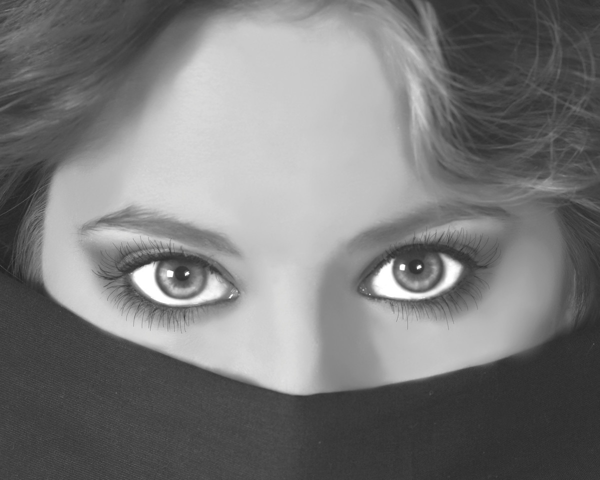Jessica's eyes by Kym Puga