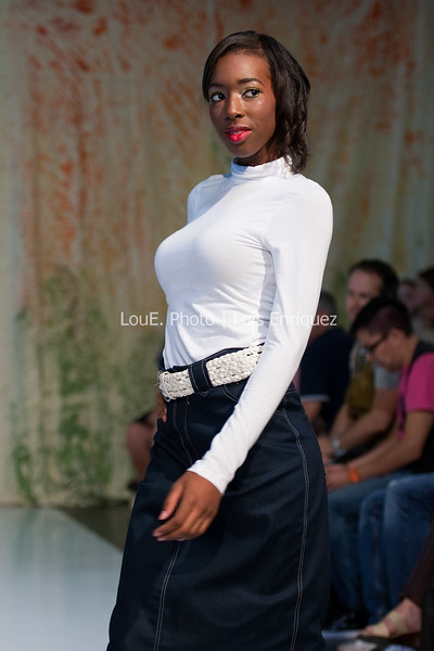 LouEPhoto Clothing Show Runway 9 24 11-65