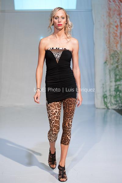 LouEPhoto Clothing Show Runway 9 24 11-42