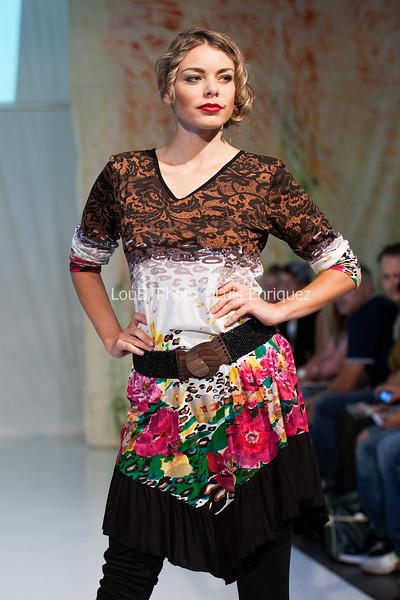 LouEPhoto Clothing Show Runway 9 24 11-11