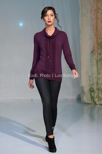 LouEPhoto Clothing Show Runway 9 24 11-77