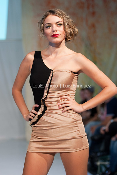 LouEPhoto Clothing Show Runway 9 24 11-51