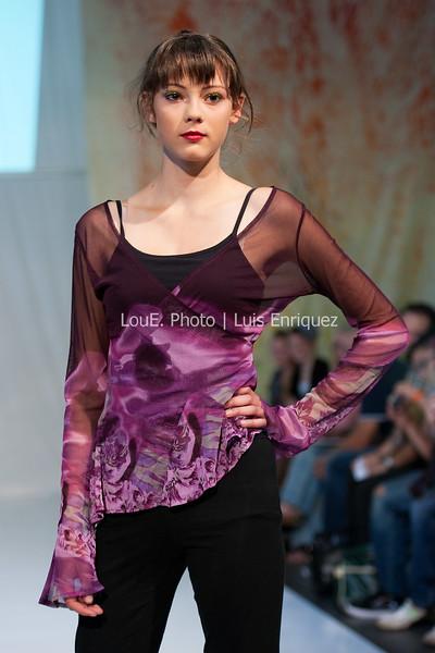 LouEPhoto Clothing Show Runway 9 24 11-22