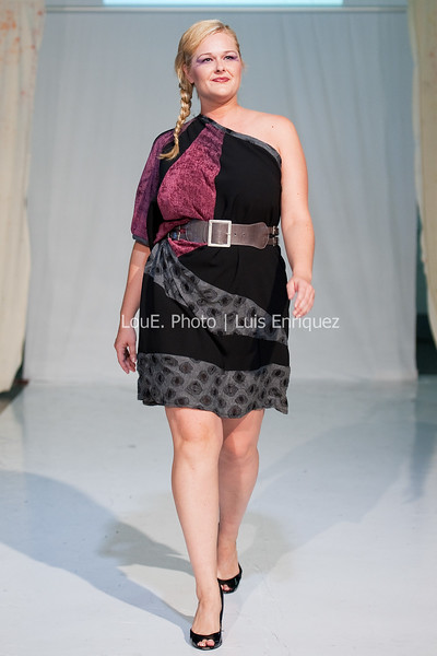 LouEPhoto Clothing Show 9 25 11-258