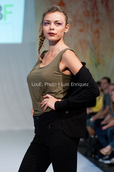 LouEPhoto Clothing Show 9 25 11-172