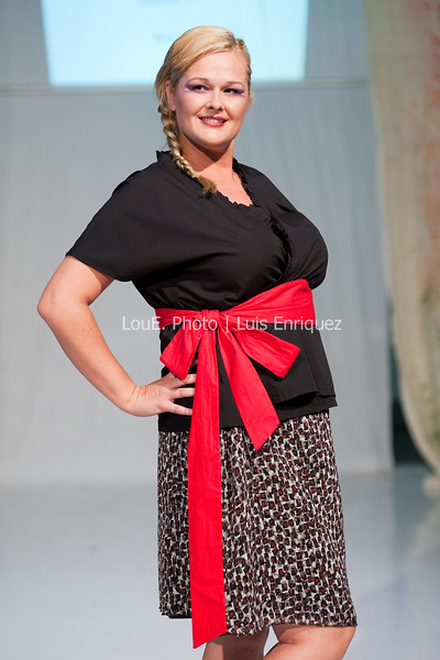 LouEPhoto Clothing Show 9 25 11-244