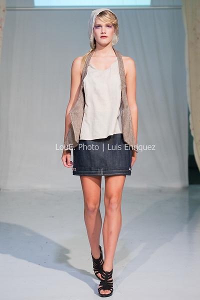 LouEPhoto Clothing Show 9 25 11-180