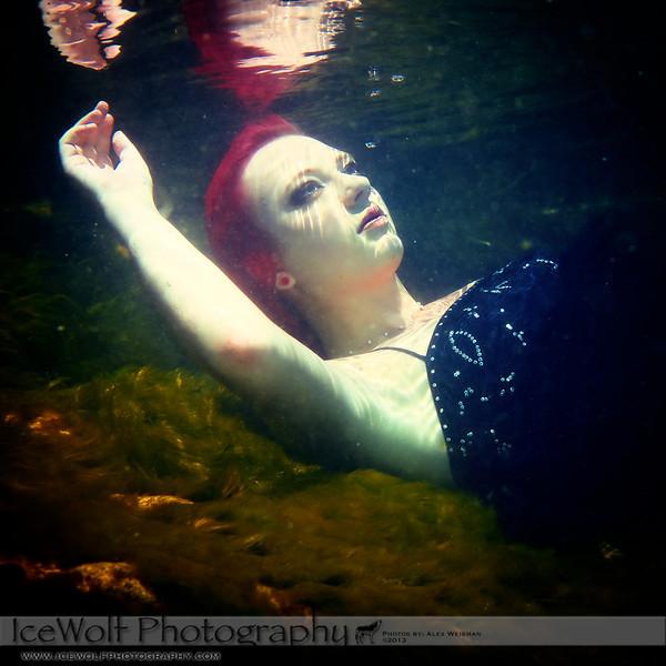 Model: Kinzie Rueckert<br /> MUA&Hair: Kinzie Reuckert<br /> Photographer: Alex Weisman