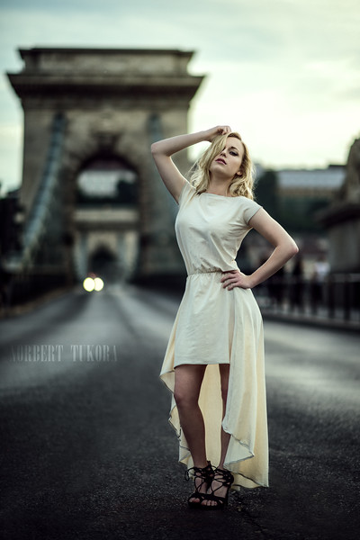 Klara -The Chain Bridge